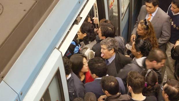 La lucha de las mujeres que se trasladan en el Metro